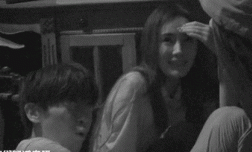 Dương Mịch được trai trẻ Đặng Luân ôm chặt giữa bóng đêm, chuyện gì đang xảy ra?