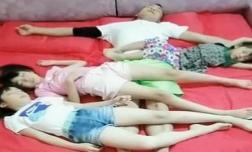 Bức ảnh 3 cô con gái ngủ cùng bố gây tranh cãi, khi biết hậu quả bà mẹ hạ quyết tâm cho ngủ giường riêng