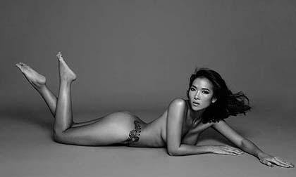 Cựu siêu mẫu Bằng Lăng phô diễn body nóng bỏng trong bộ ảnh mới đón tuổi 40
