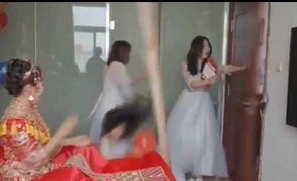 Thách thức dàn phù rể vào phòng tân hôn, phù dâu nhận cái kết sấp mặt