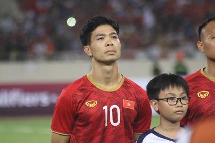HLV Park Hang-seo xin lỗi Công Phượng sau trận thắng Indonesia