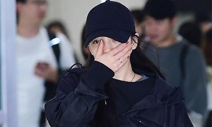 Goo Hara che mặt khóc, vội vàng từ Nhật trở về Hàn nhưng vẫn không kịp viếng Sulli