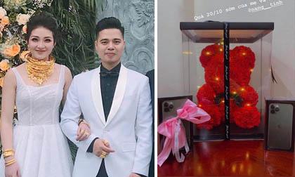'Cô dâu 200 cây vàng' ở Nam Định khoe quà khủng 20/10, bật mí đang mang bầu