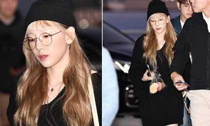 Taeyeon hậu đám tang Sulli: Nhan sắc xinh đẹp lạnh lùng với tóc vàng bạch kim nhưng vẫn mặc đồ đen