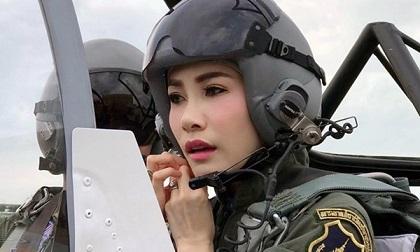 Hoàng quý phi Thái Lan bị tước hết mọi chức vị