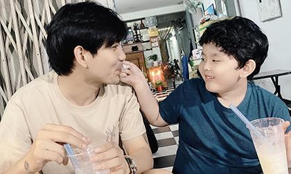 Tim đăng ảnh hạnh phúc bên con trai, dân mạng lập tức khẳng định: 'Thiếu Quỳnh Anh nữa thì bức ảnh sẽ hoàn hảo hơn'