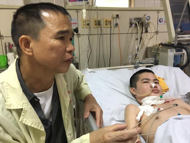 Nụ cười bạc tỉ của cậu bé hôn mê 2 năm và câu chuyện cảm động về người cha quyết cứu con dù chỉ có 1% hy vọng - Ảnh 2.