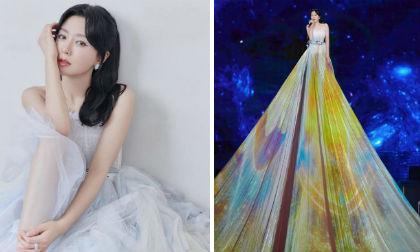 'Phú Sát Hoàng hậu' Tần Lam khiến fan đứng tim vì diện váy khổng lồ trên sân khấu