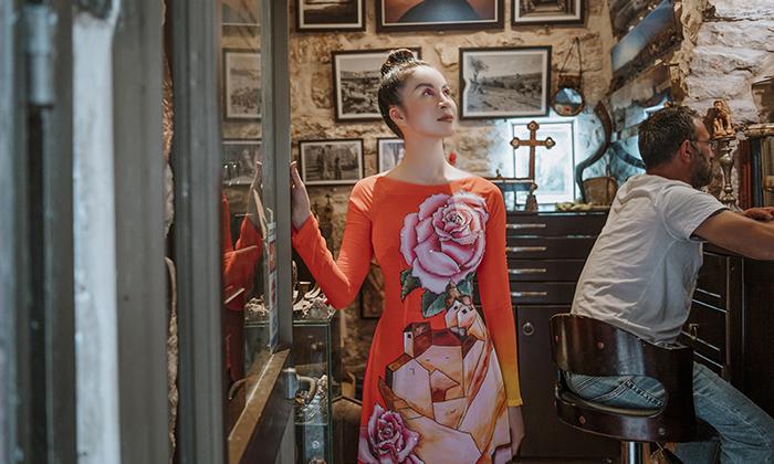 MC Thanh Mai diện áo dài, khoe dáng mảnh mai ở Isarel