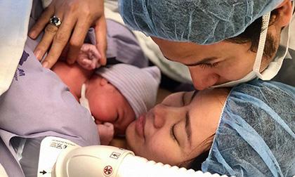 Xúc động trước khoảnh khắc con gái chào đời của vợ chồng Vũ Ngọc Ánh – Anh Tài