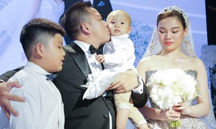 Giang Hồng Ngọc và ông xã doanh nhân đưa hai con trai lên lễ đường chứng kiến giây phút trọng đại