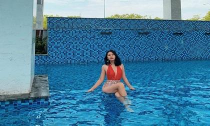 Hậu ly hôn, Ngọc Lan đội nón cover hit 'Hai triệu năm' của Đen Vâu ở hồ bơi