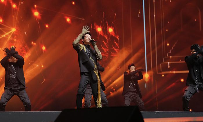 Noo Phước Thịnh 'đốt cháy' sân khấu 25.000 khán giả, được cổ vũ không thua kém các nghệ sĩ Hàn Quốc