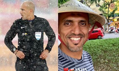 'Trọng tài đẹp trai nhất' bắt chính trận Việt Nam - Thái Lan vui vẻ đội nón lá check-in tại hồ Gươm