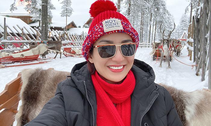 Hoa hậu Ngọc Diễm khám phá ngôi làng 'ông già Noel' nổi tiếng