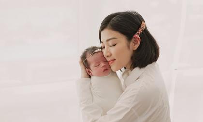 Sức khoẻ của Yumi Dương ngày càng yếu, khó kiềm chế cảm xúc sau sinh con