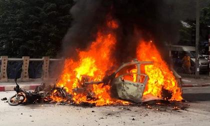 Xe sang Mercedes cháy trơ khung ở Hà Nội, một người tử vong