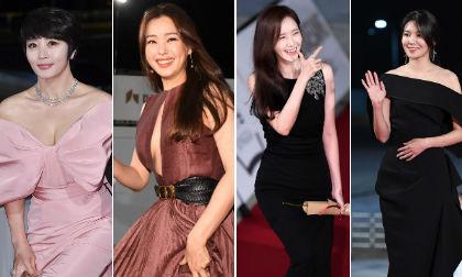 'Chị đại' Kim Hye Soo và Honey Lee ăn đứt dàn mỹ nhân lộng lẫy trên thảm đỏ Rồng Xanh lần thứ 40