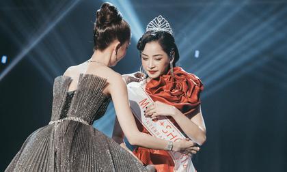 Ngọc Trinh bất ngờ trao vương miện 'Miss showbiz International 2019' cho Chi Pu