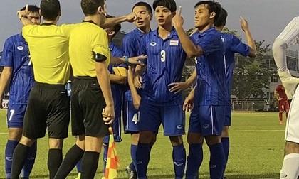 Cho rằng bị xử ép, cầu thủ Thái Lan quát trọng tài: 'Ông là người Việt Nam đúng không?'