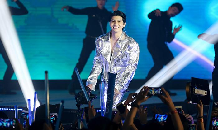 Noo Phước Thịnh cực điển trai, quẩy hết mình cùng hàng nghìn fan hâm mộ