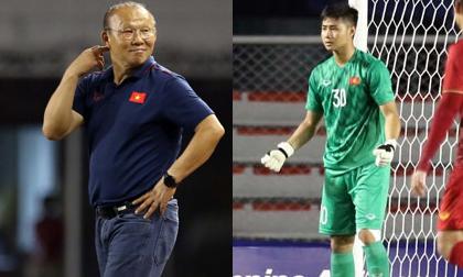 Văn Toản xuất sắc cản phá penalty và đây là phản ứng 'siêu đáng yêu' của thầy Park