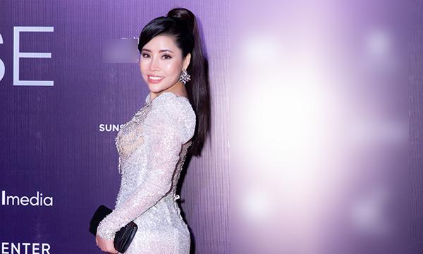 Á hậu Oanh Nguyễn lộng lẫy kiêu sa, 'đốt' mọi mắt nhìn người hâm mộ