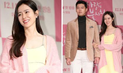 'Chị đẹp' Son Ye Jin ăn mặc lả lơi, tay trong tay với tình cũ của Song Hye Kyo