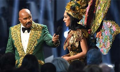 Steve Harvey lại bị chỉ trích sau chung kết Miss Universe vì công bố nhầm giải 'Trang phục dân tộc'
