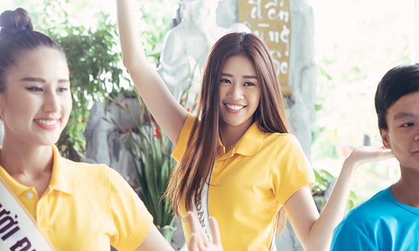 Hoa hậu Khánh Vân cùng hai Á hậu giản dị đến thăm trẻ em khuyết tật tại tỉnh Khánh Hoà
