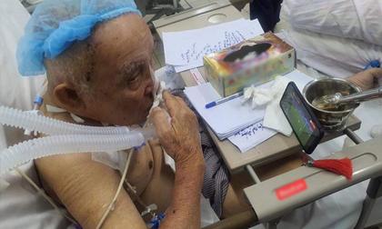 Xúc động hình ảnh cụ ông mới phẫu thuật não, phải thở máy vẫn cố gắng xem U22 Việt Nam đá chung kết SEA Games