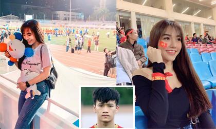 Ngoài bạn gái Văn Hậu, người yêu xinh đẹp của cầu thủ Hoàng Đức cũng chiếm spotlight khi ra sân cổ vũ bạn trai