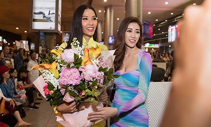 Á hậu Hoàng Thuỳ diện áo dài nền nã, xúc động trước sự chào đón của Hoa hậu Khánh Vân và các fan