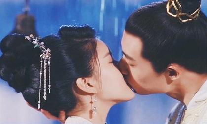 Cách tô son siêu ngọt ngào trong phim Hoa ngữ khiến các cặp đôi ao ước muốn học theo