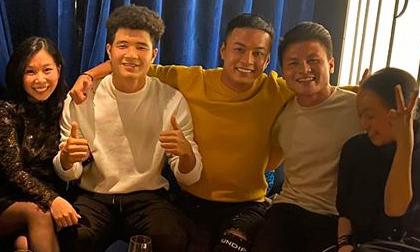 'Bảo tuần lộc' Hồng Đăng gặp dàn cầu thủ U22 Việt Nam sau chung kết SEA Games 30