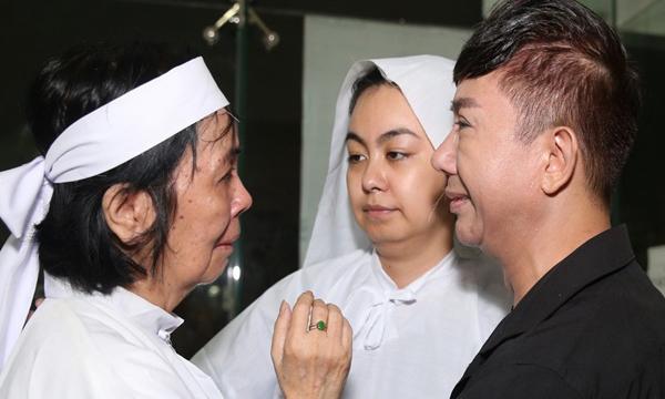 Vợ Nguyễn Chánh Tín lo con trai không về kịp nhìn mặt bố lần cuối, con gái tiết lộ điều day dứt cuối cùng của cố tài tử