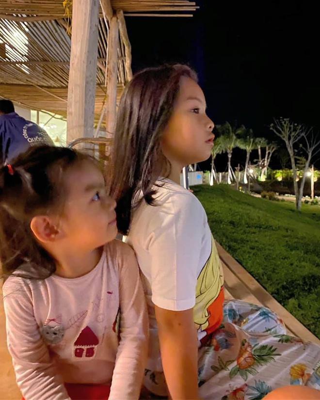 Phạm Quỳnh Anh chia tay hai con gái 4