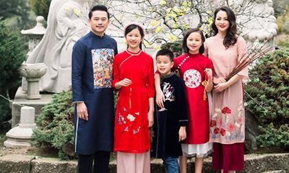 Cựu siêu mẫu Ngọc Thúy diện áo dài đón Tết cùng chồng con, cậu út gây chú ý vì đã lớn phổng phao thế này