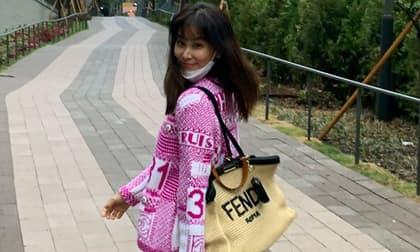 Dính bê bối 'gái gọi' nhưng Jang Dong Gun vẫn chăm vợ khéo thế này, U50 rồi mà sắc vóc trẻ đẹp đến kinh ngạc