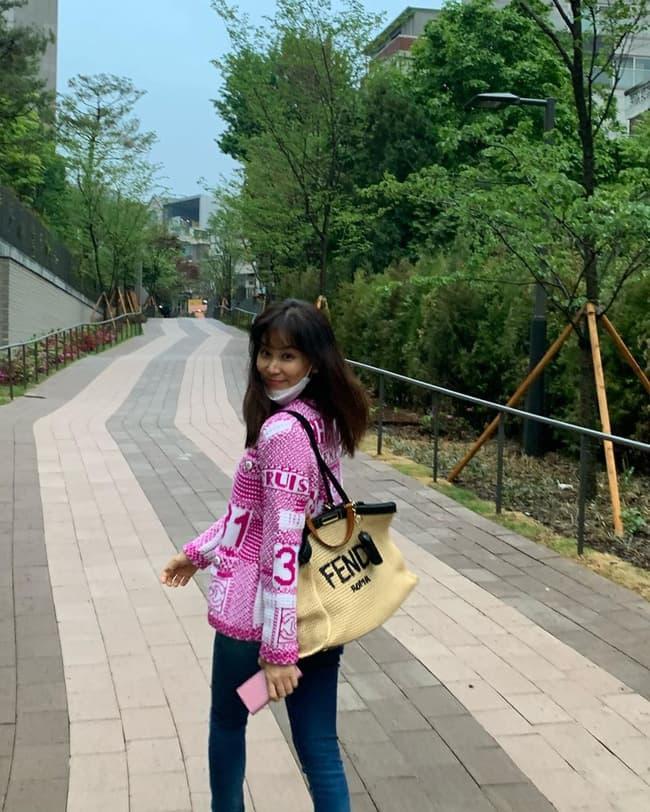 Dính bê bối 'gái gọi' là thế nhưng Jang Dong Gun vẫn chăm vợ khéo thế này, U50 rồi mà sắc vóc vẫn trẻ đẹp kinh ngạc 1