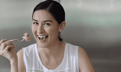 Vừa bị nghi bầu bí lần 3, 'Mỹ nhân đẹp nhất Philippines' đã lặng lẽ cho đi thứ quý giá nhất của một người mẹ giữa mùa dịch bệnh
