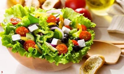 Cách làm salad an toàn, tránh nguy cơ ngộ độc thực phẩm và tiêu chảy