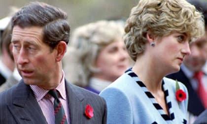 Trong ngày hoàn tất ly hôn, Thái tử Charles và Công nương Diana đều rơi nước mắt