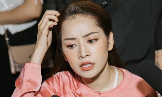 Chi Pu bất ngờ ca cải lương 'Võ Đông Sơ - Bạch Thu Hà' ngay tại buổi họp báo