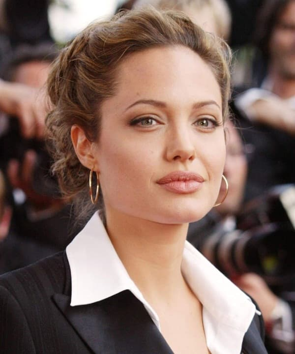 Ảnh xưa cũ của Angelina Jolie gây sốt trở lại: 'Nhan sắc báu vật', khí chất quyến rũ hơn người 0
