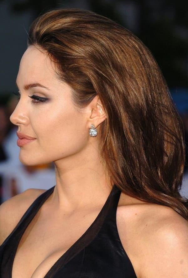 Ảnh xưa cũ của Angelina Jolie gây sốt trở lại: 'Nhan sắc báu vật', khí chất quyến rũ hơn người 5