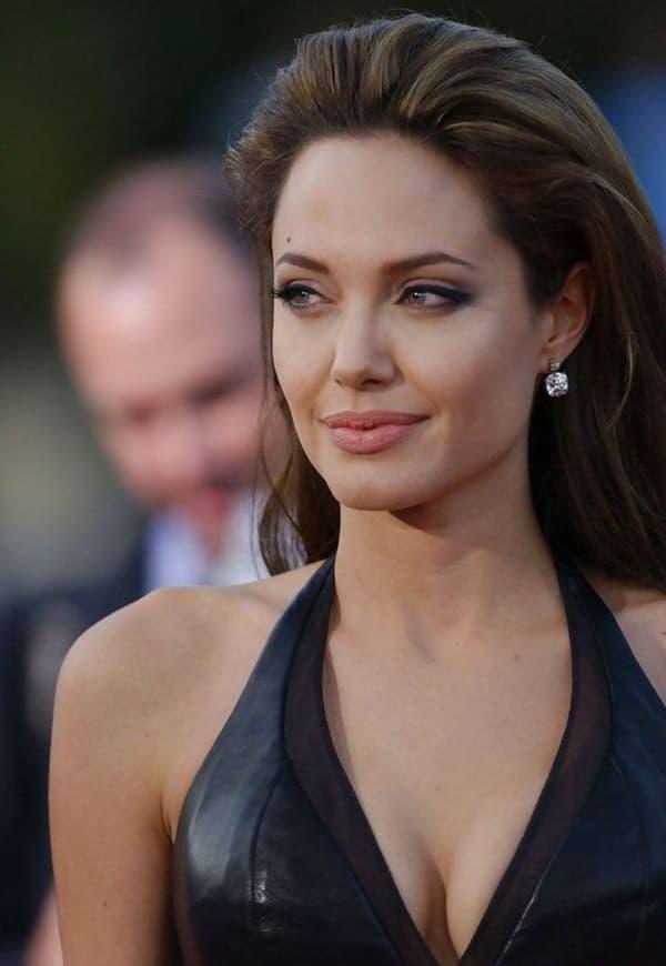 Ảnh xưa cũ của Angelina Jolie gây sốt trở lại: 'Nhan sắc báu vật', khí chất quyến rũ hơn người 6