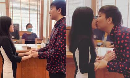 Ca sĩ Anh Khang đưa bạn gái đi đăng ký kết hôn ở Mỹ, chính thức công khai mặt