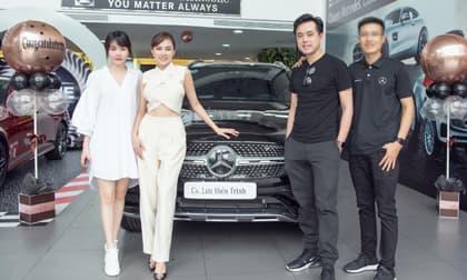 Dương Khắc Linh đưa chị vợ là ca sĩ đi nhận xế hộp tiền tỷ