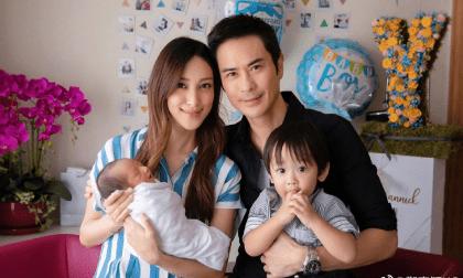 Trịnh Gia Dĩnh và bà xã Hoa hậu đón quý tử thứ 2 chào đời, chia sẻ bộ ảnh gia đình 4 thành viên hạnh phúc